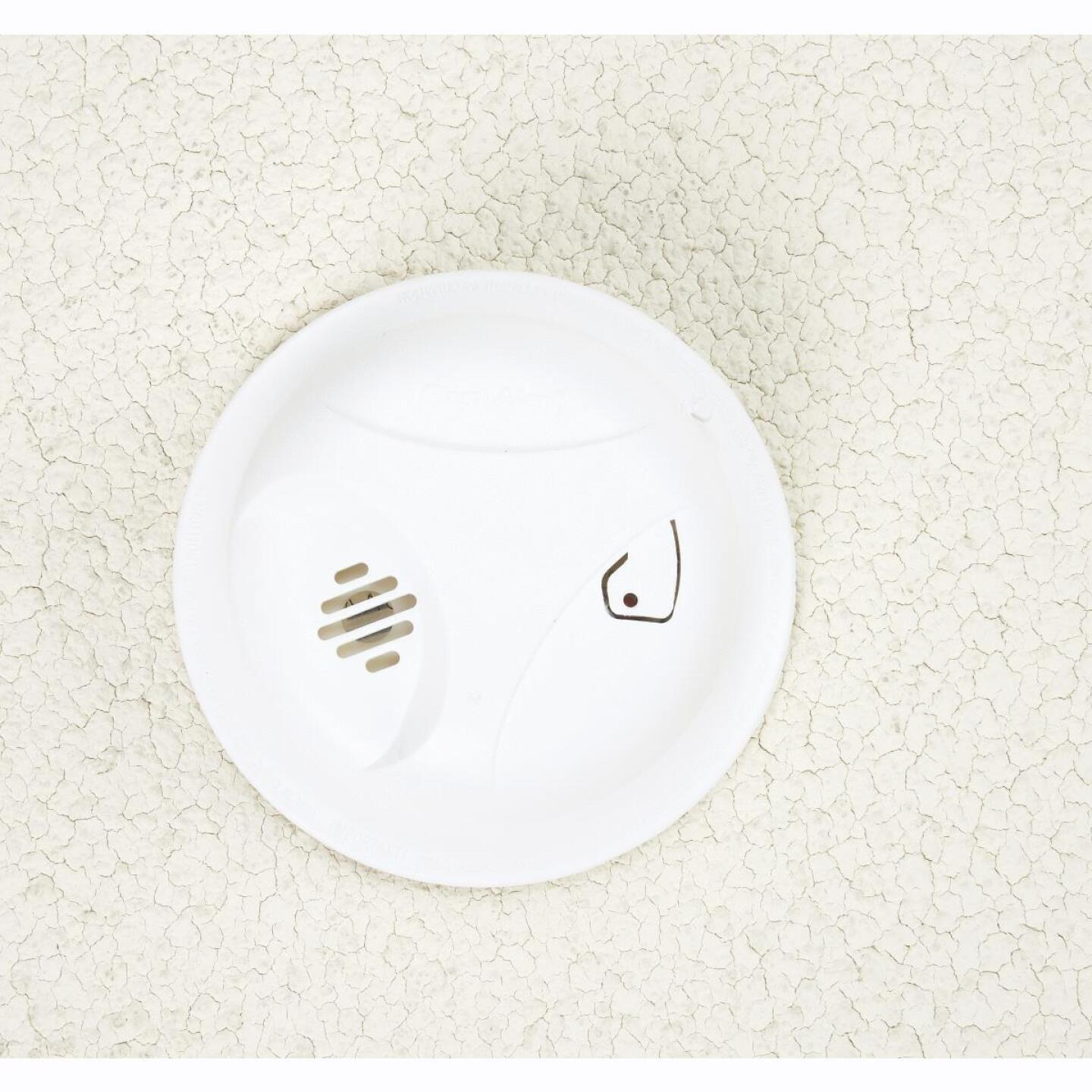 First Alert Battery Operated 9V Ionization Smoke Alarm with Hush Image 3